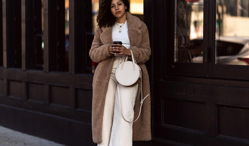 Paltonul Teddy Bear din material plusat revolutioneaza moda acestui sezon